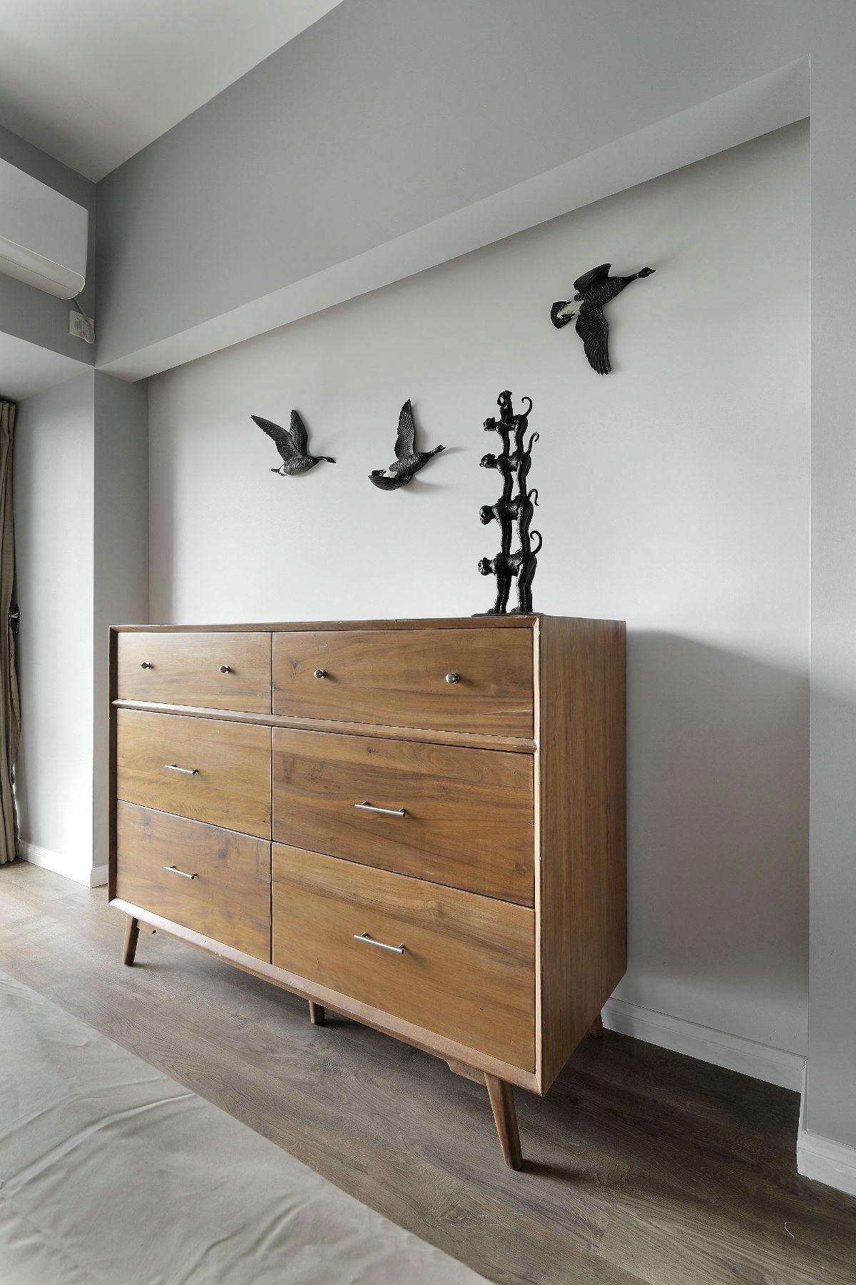 现代简约风格三居室装修边柜设计图