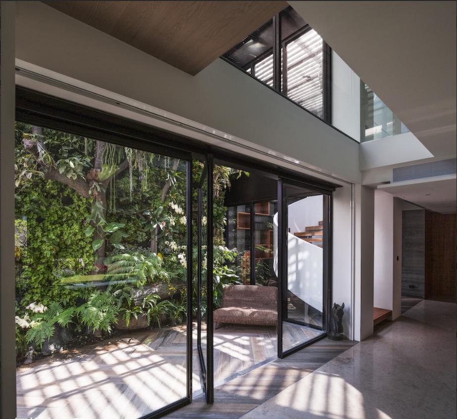 现代风格别墅庭院玻璃门装修效果图