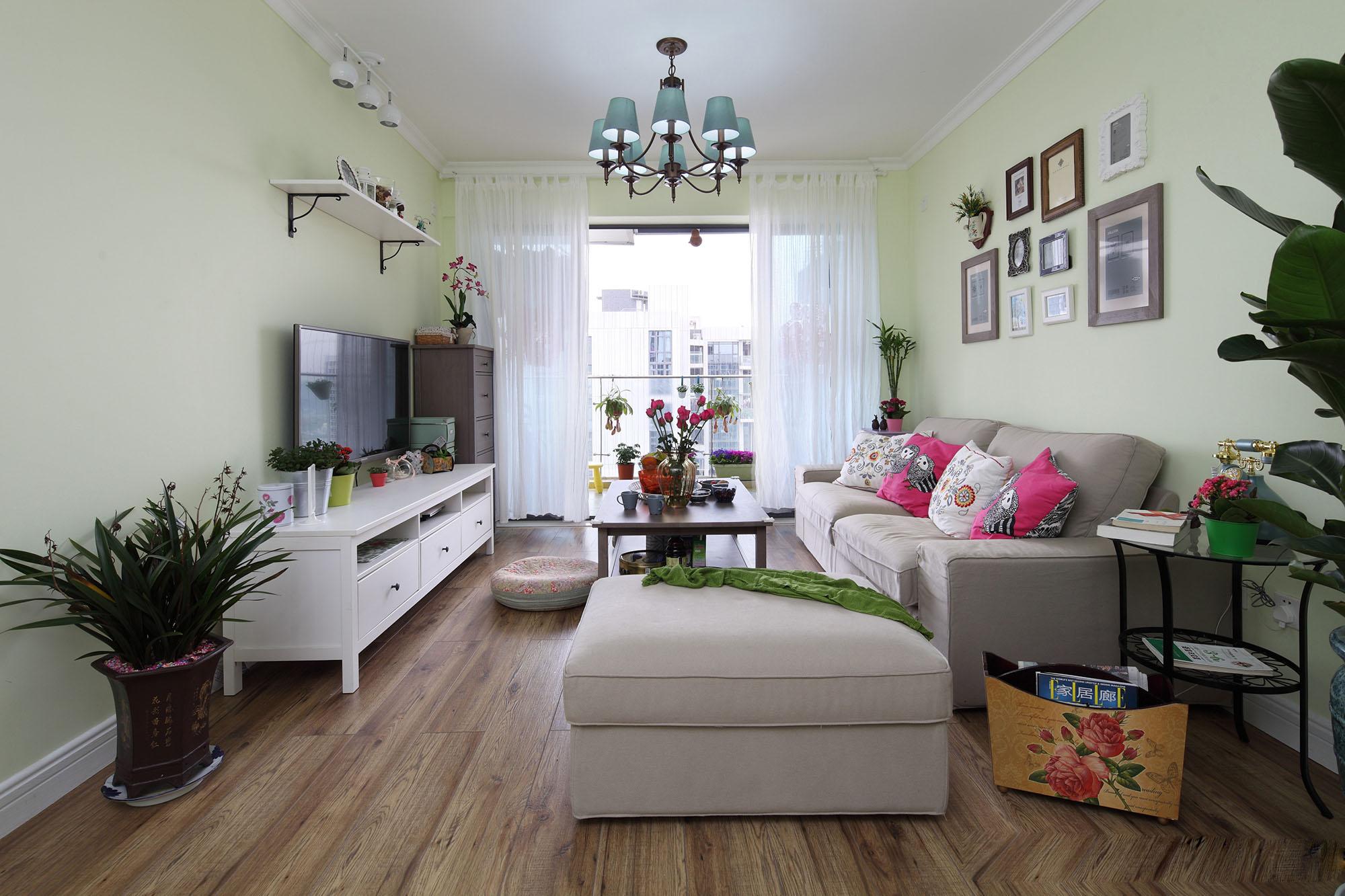 田园风格三居室客厅装修效果图