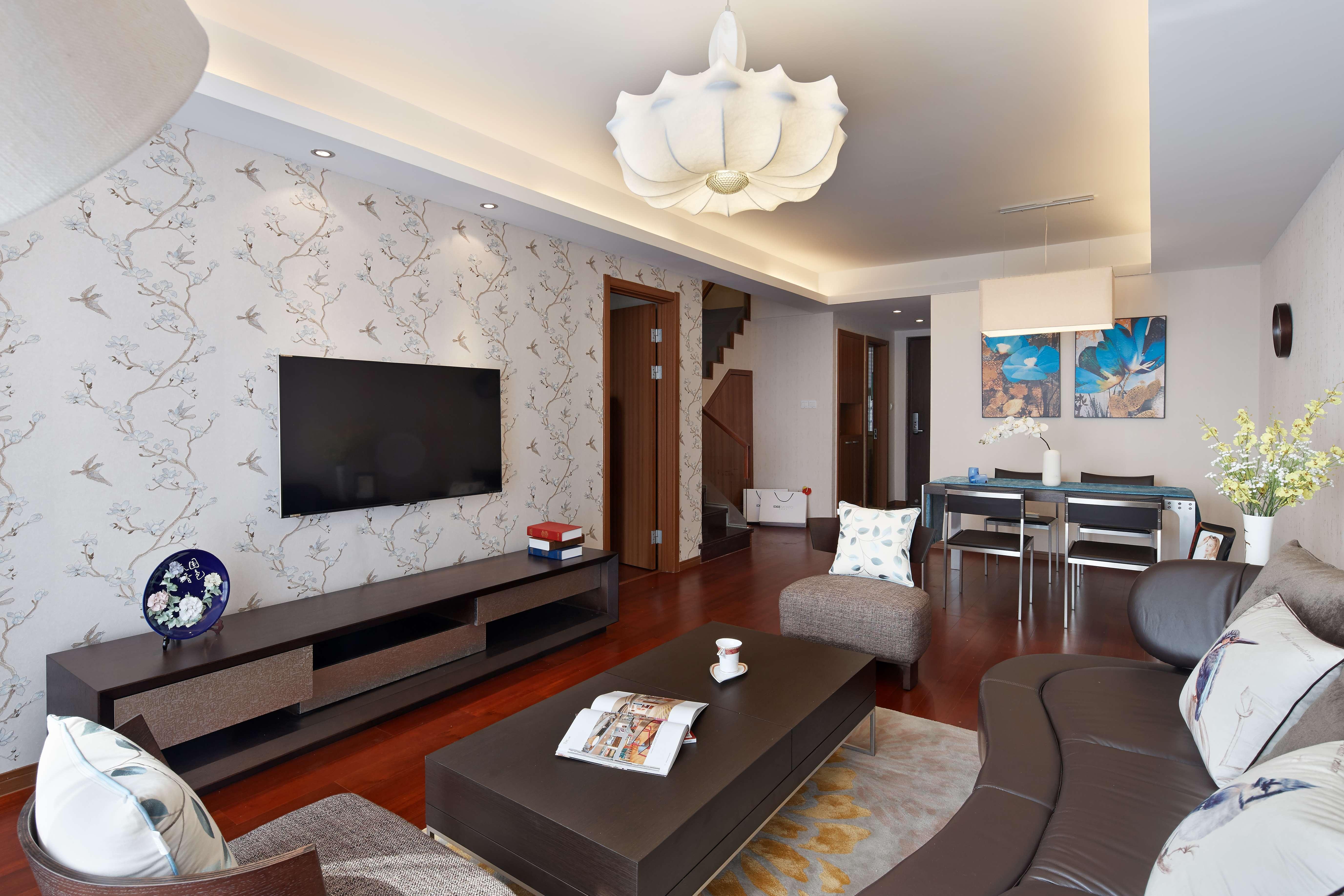 现代简中式三居电视背景墙装修效果图