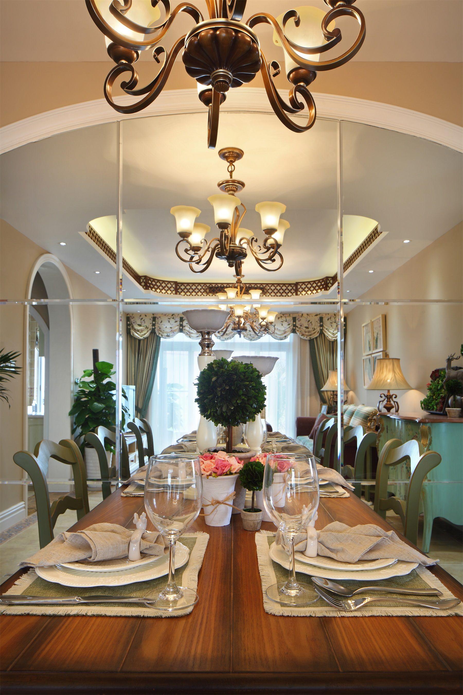 美式田园风格三居餐厅镜面墙装修效果图