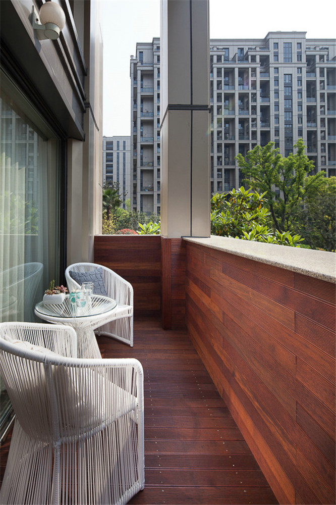 三居室现代风格阳台装修效果图