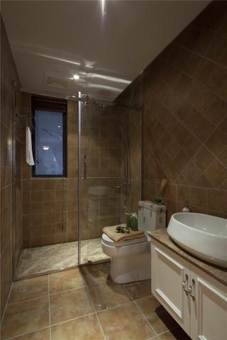 135平美式风格卫生间装修效果图