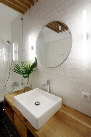 简约原木风公寓洗手台装修效果图
