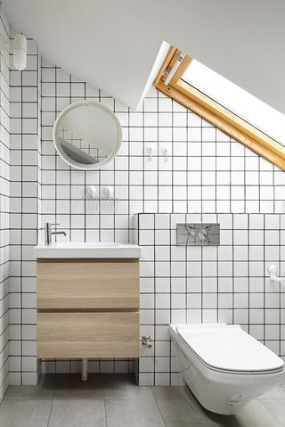 复式北欧风格阁楼卫生间装修效果图