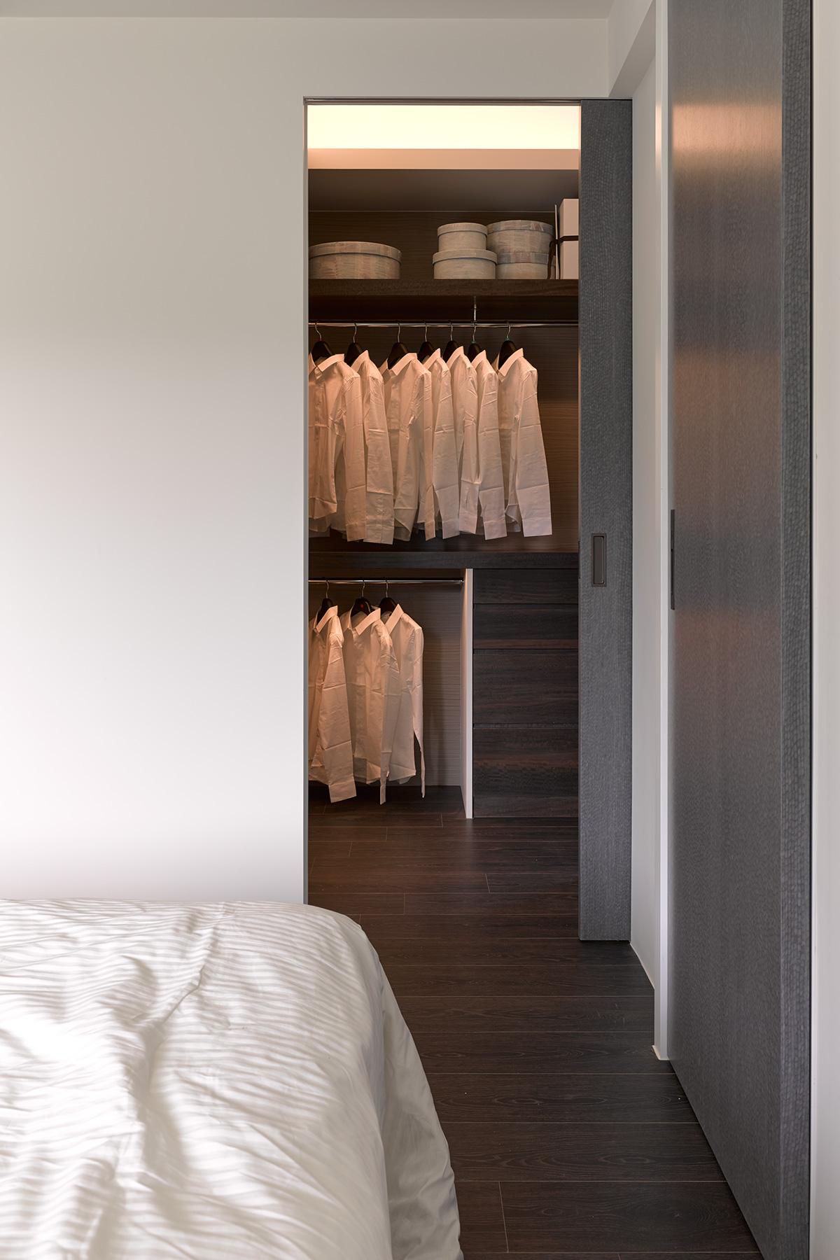 80㎡现代简约二居衣柜装修效果图