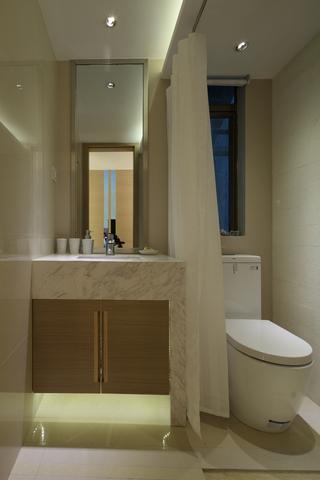 二居室现代简约卫生间装修效果图