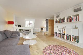 简约白色阁楼公寓客厅装修效果图