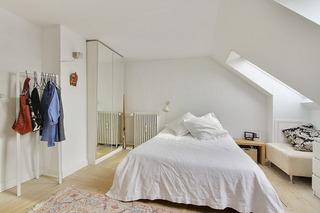 简约白色阁楼公寓卧室装修效果图