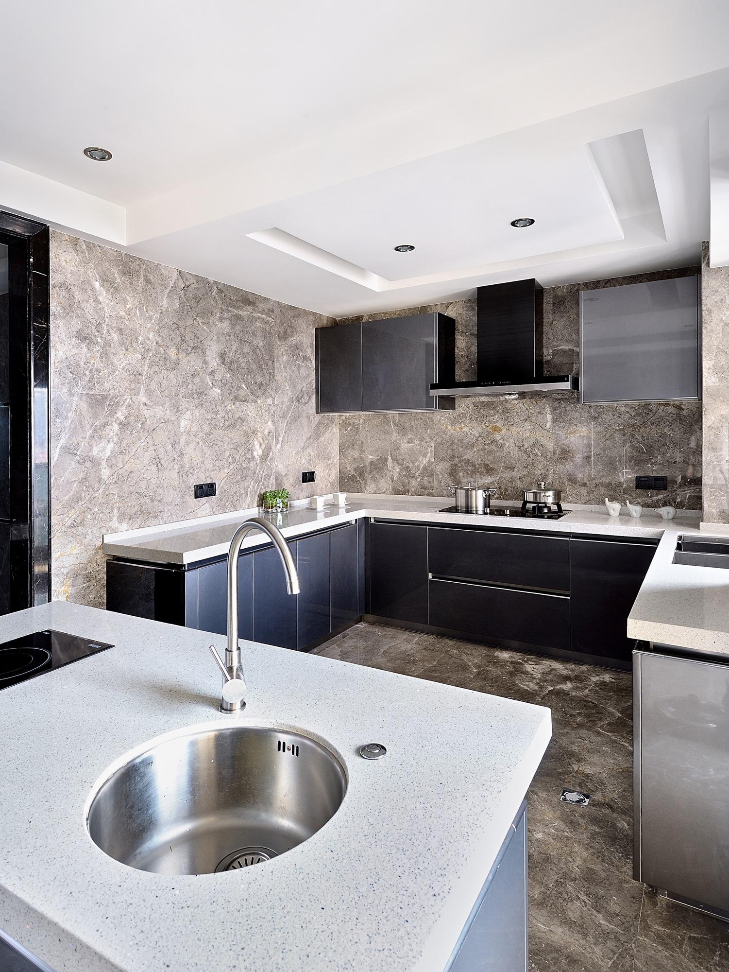现代简约黑白灰厨房装修效果图