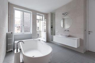 大户型极简风公寓卫生间装修效果图