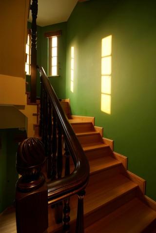 东南亚风格别墅楼梯装修效果图