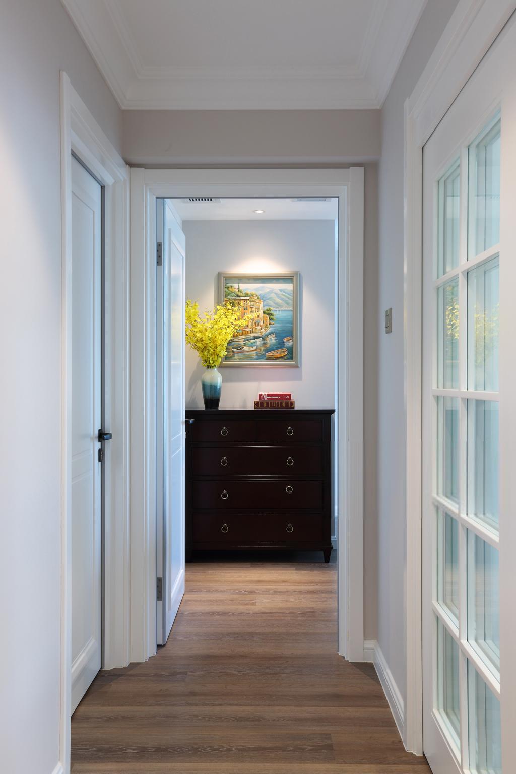 美式风格四居走廊装修设计效果图