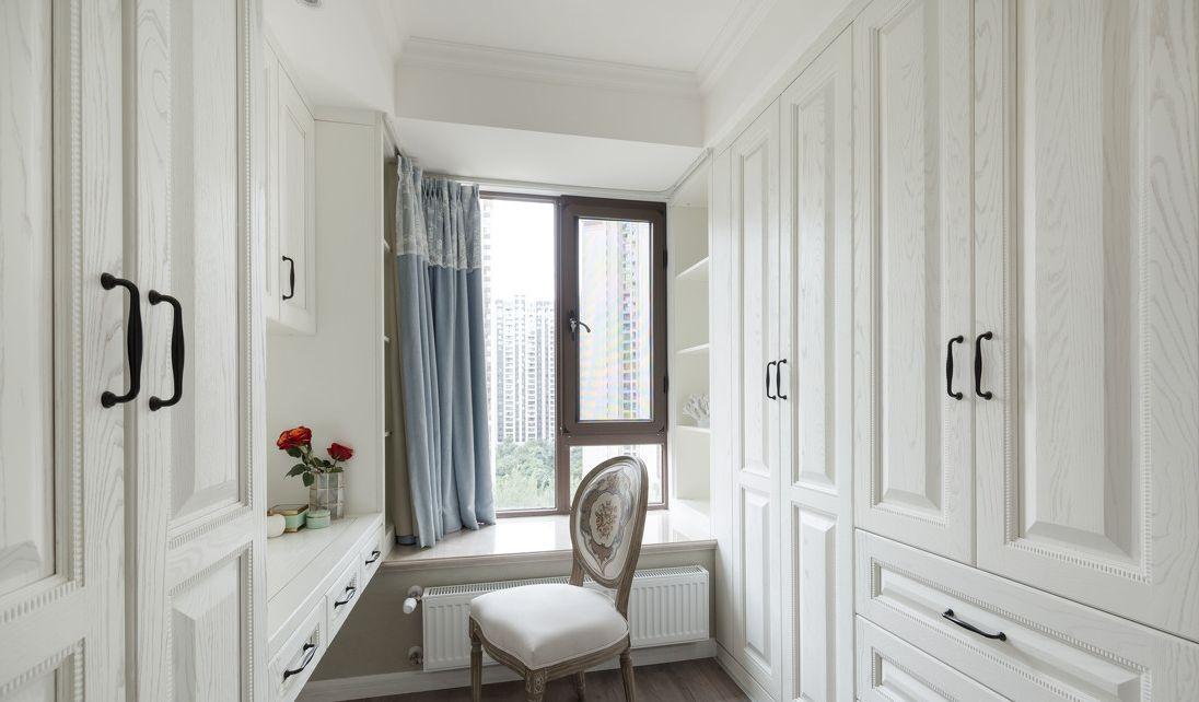 三居室现代美式风衣帽间装修效果图