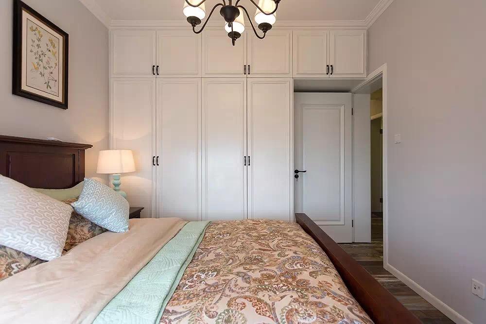 85㎡简约美式风格卧室衣柜装修效果图