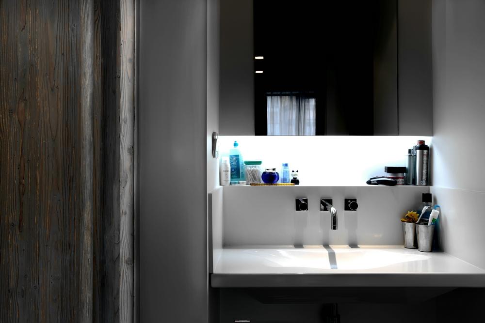 黑白现代简约洗手台装修效果图