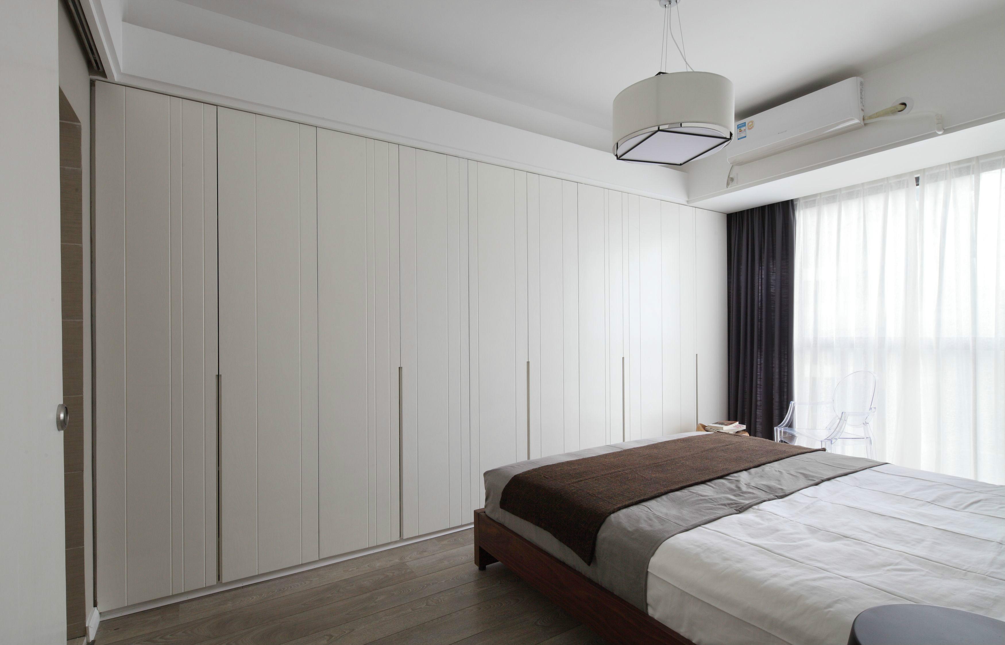现代极简风格四居室衣柜装修效果图