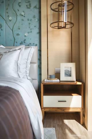 新中式风格四居装修床头柜设计图