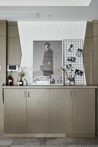混搭风格三居装修玄关柜设计图