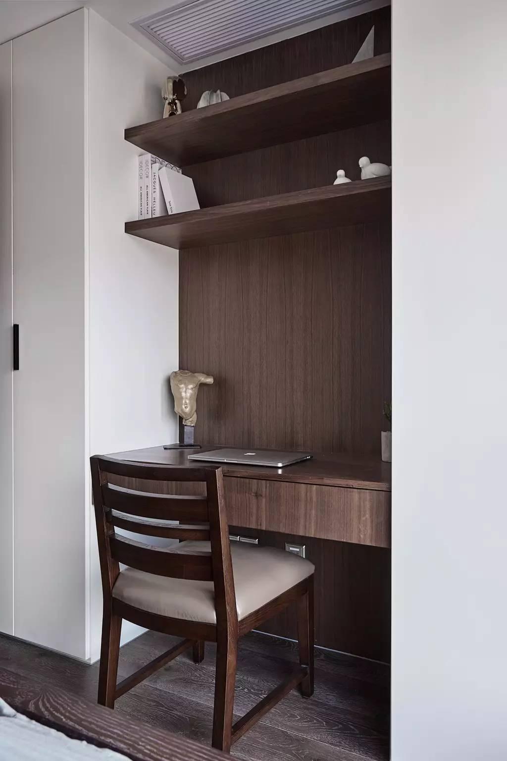 135平米三居室书桌装修效果图
