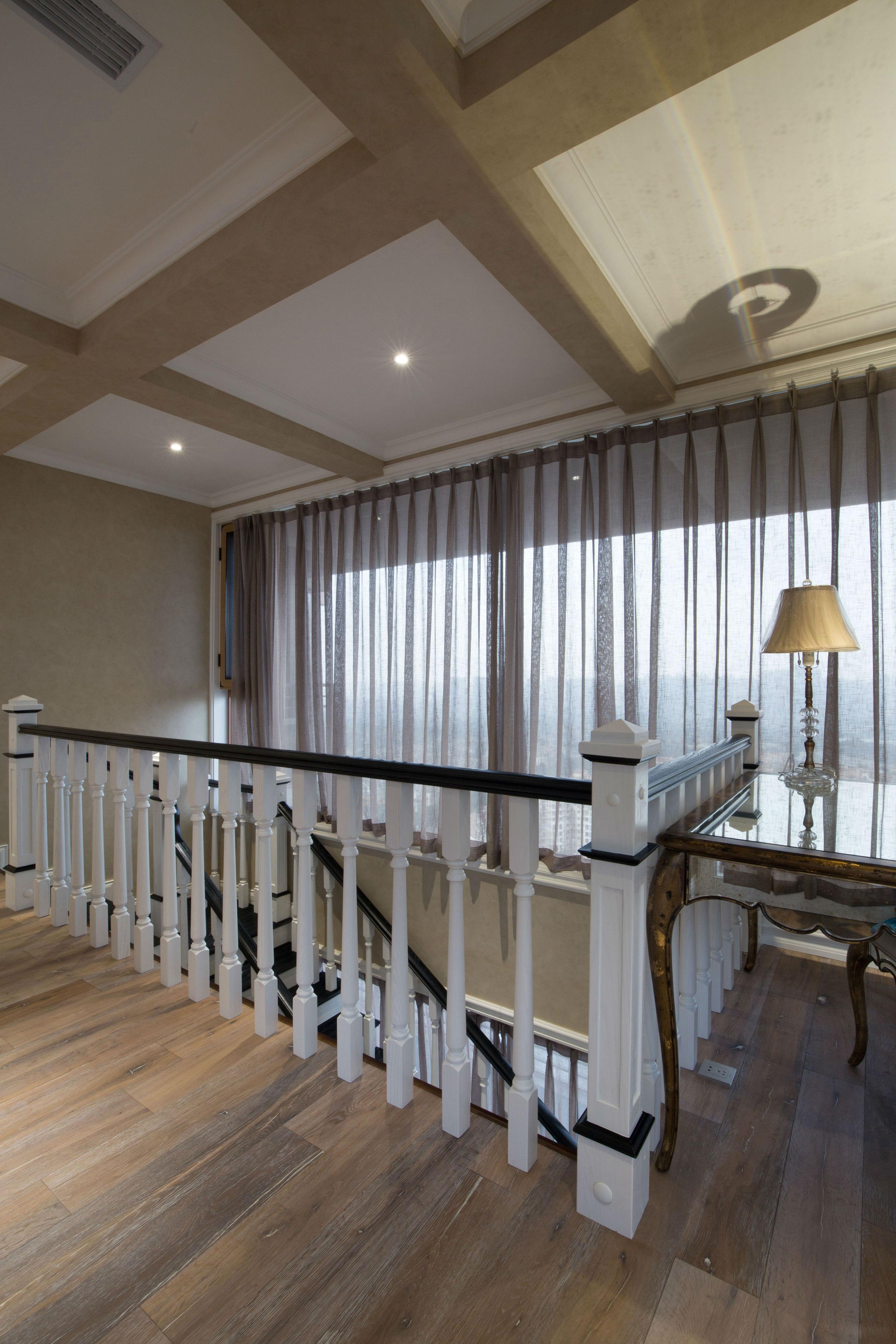 美式风格别墅楼梯空间装修效果图
