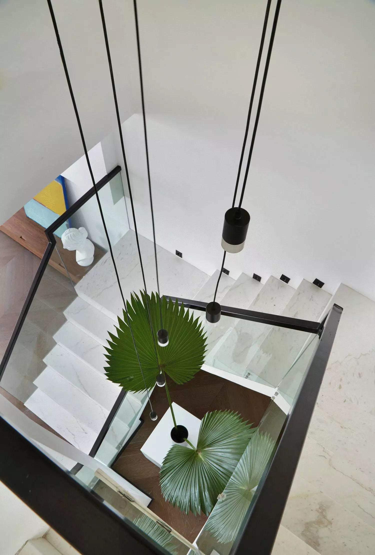现代极简风别墅楼梯装修效果图