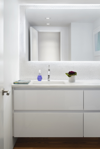 小户型复式公寓卫生间装修效果图