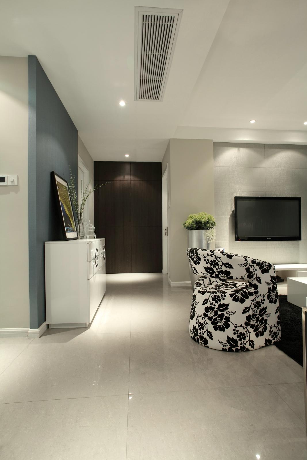 三居室现代简约玄关装修效果图