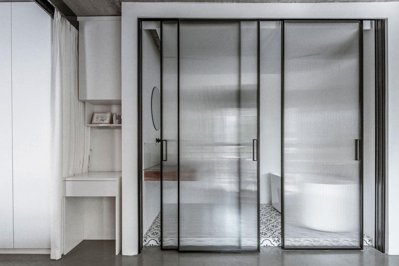 43平米一居室玻璃推拉门装修效果图