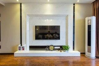 现代混搭三居电视背景墙装修效果图