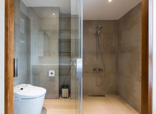 现代台式公寓卫生间装修效果图