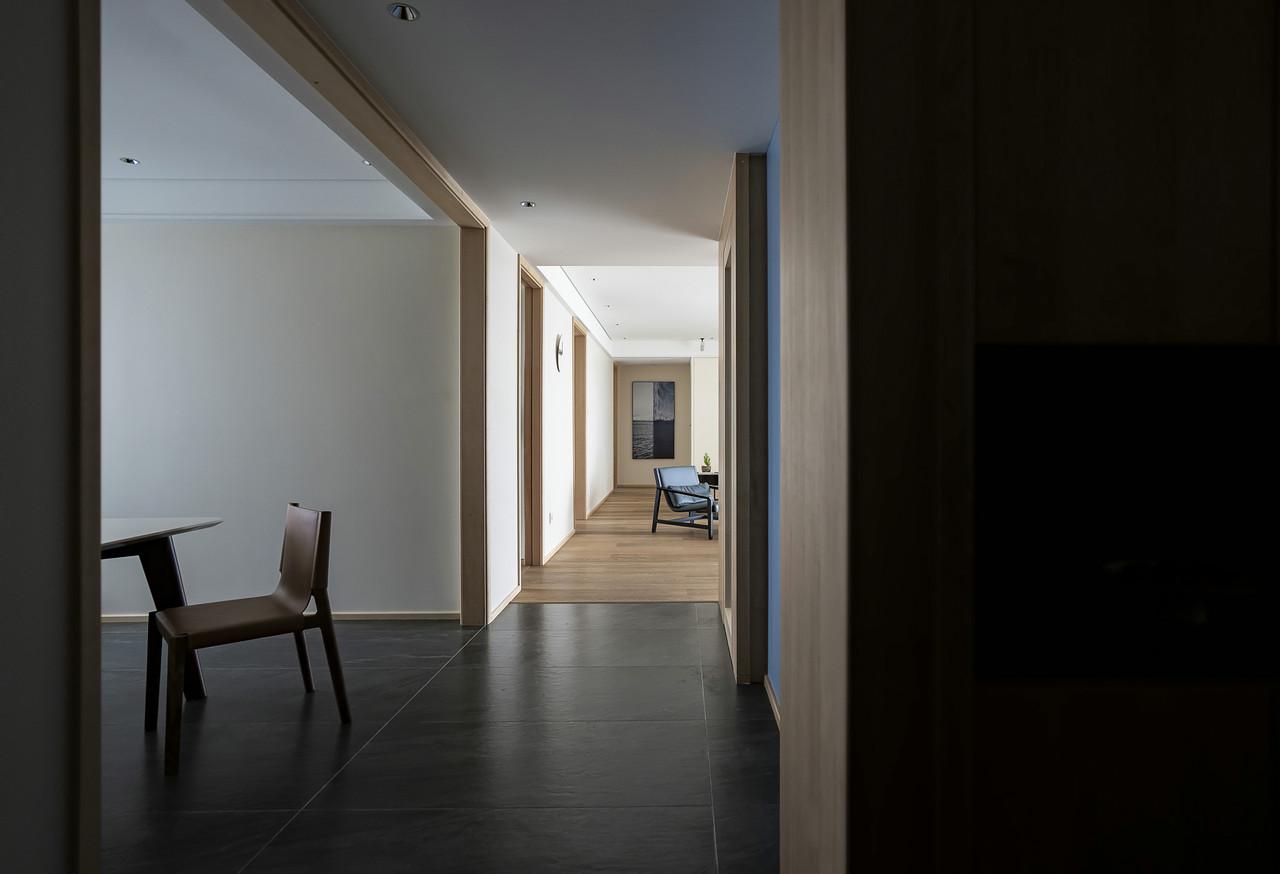 简约现代风三居室过道装修效果图