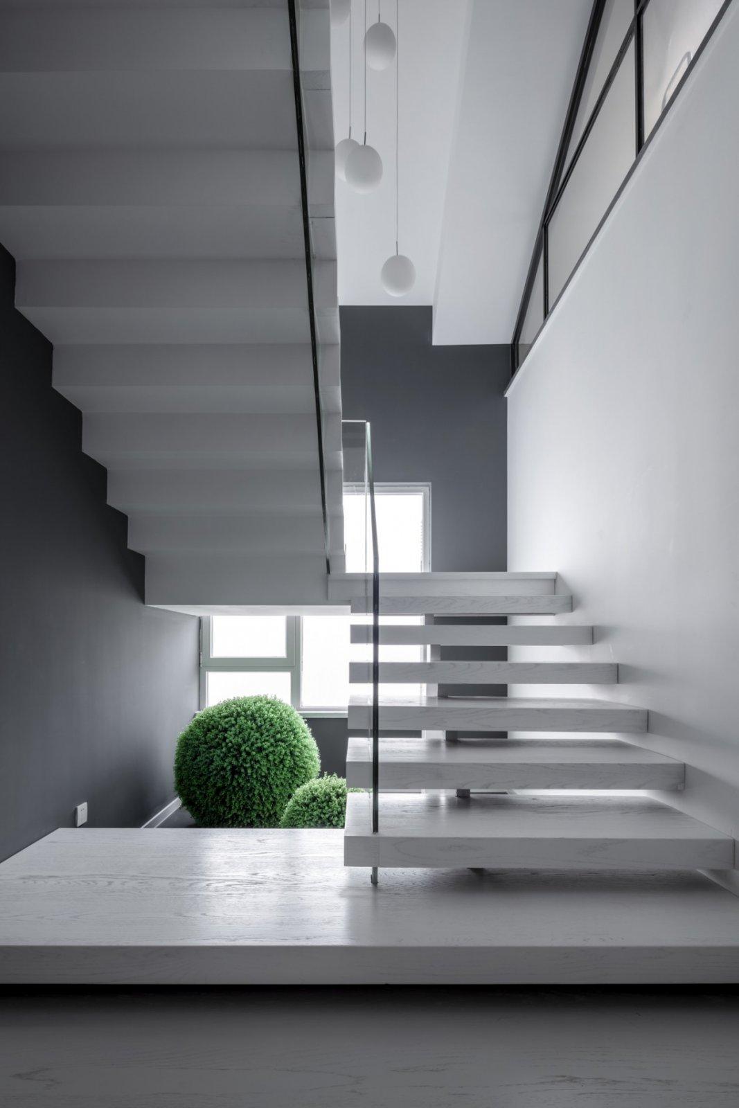 复式现代风楼梯装修效果图