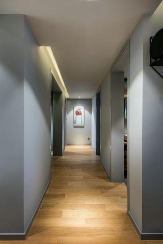 现代风三居室走廊装修效果图